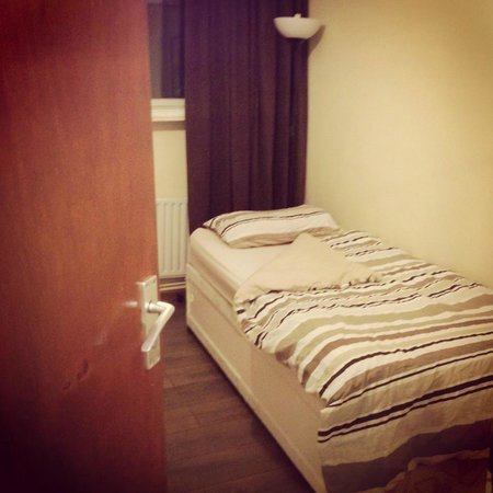 Midtown Hostel : Triple and Twin Room