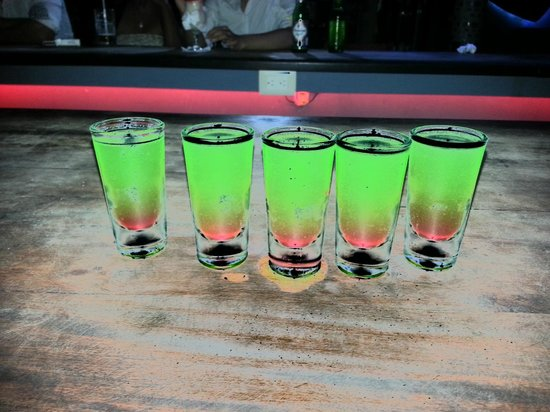 Kahuna's Restaurant and Bar: Shots at Kahuna!