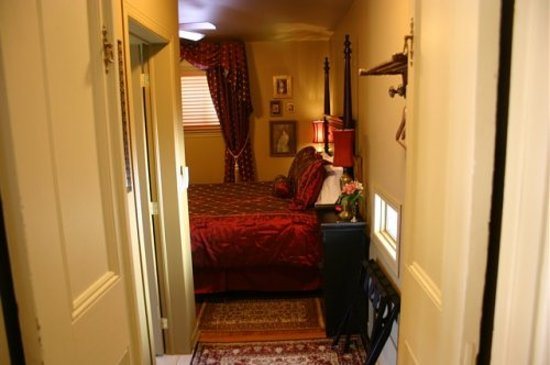 Russell Manor Bed and Breakfast: The Studio