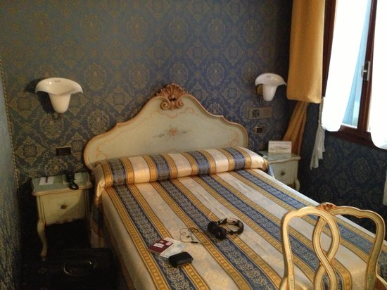 Santa Marina Hotel: Hotel room