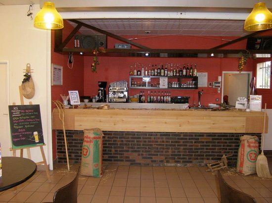"""Village Vacances VTF """"Le Bief Rouge"""": Bar"""