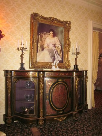Russell Manor Bed and Breakfast: Dining room