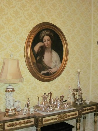 Russell Manor Bed and Breakfast: New painting in dining room