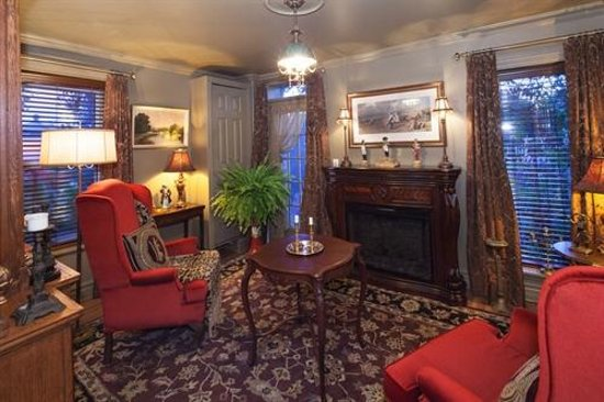 Russell Manor Bed and Breakfast: Study