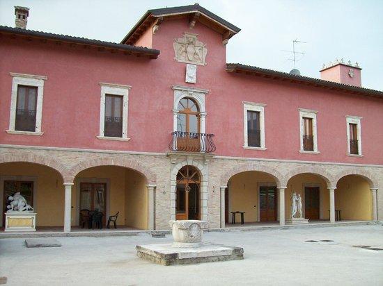 Cantina Borgo la Caccia: bellissimo borgo