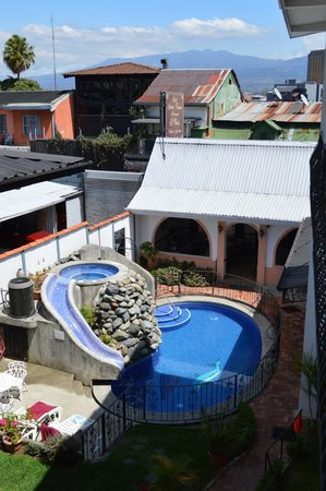Hotel Santo Tomas: looking down onto the pool and restaurant area