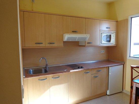 Broncemar Beach: Cocina del apartamento