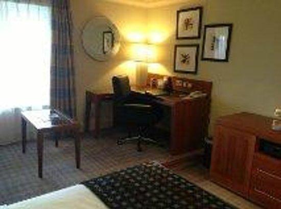 Thorpe Park Hotel & Spa: Bedroom desk