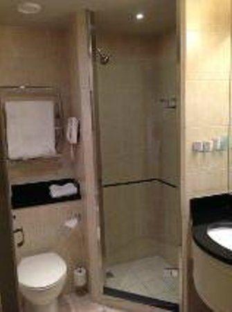 Thorpe Park Hotel & Spa: Shower