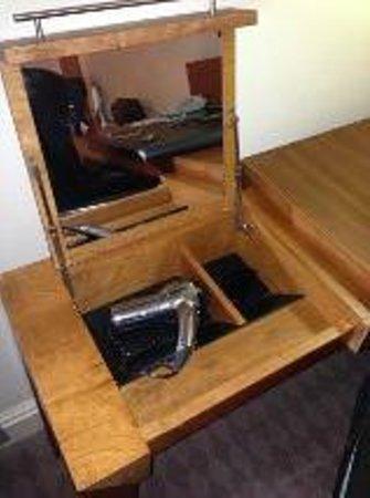 Thorpe Park Hotel & Spa: Desk