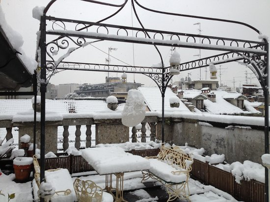 Locanda Duomo: Cappuccino & cigarette may have another tastes under pure snowfall