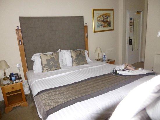 Queens Court: Room - Large bed