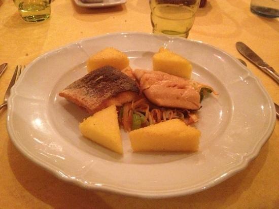 Kaufmann & Kaufmann : trota salmonata con verdure arrosto e polenta