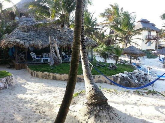 TulumBay Eco Beach : dining/lounge area
