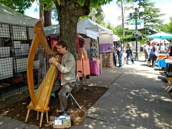 Eugene, OR: Musicians are everywhere!