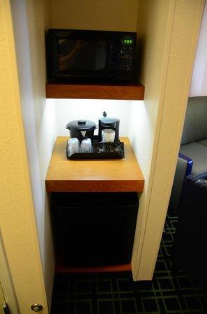 Fairfield Inn & Suites Santa Cruz - Capitola: Microwave, coffee maker, mini-frig