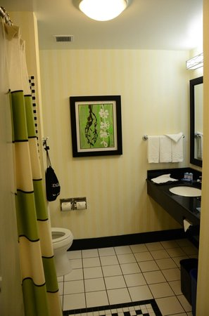 Fairfield Inn & Suites Santa Cruz - Capitola: Bathroom vanity