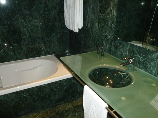 AC Hotel Sevilla Forum: bagno