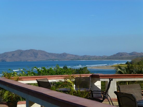 BEST WESTERN Tamarindo Vista Villas: Lovely view from pool deck