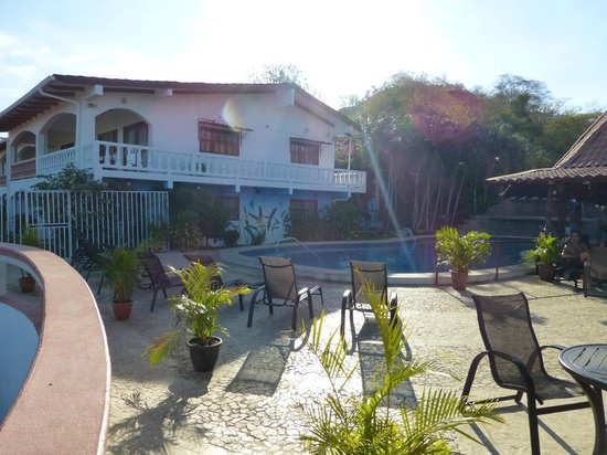 Best Western Tamarindo Vista Villas: Pool Area