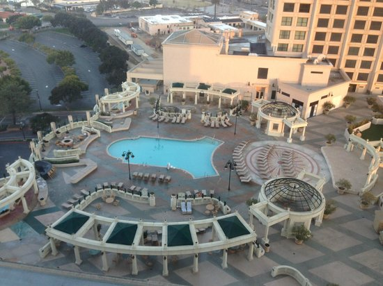 Manchester Grand Hyatt San Diego: View of Pool area from room