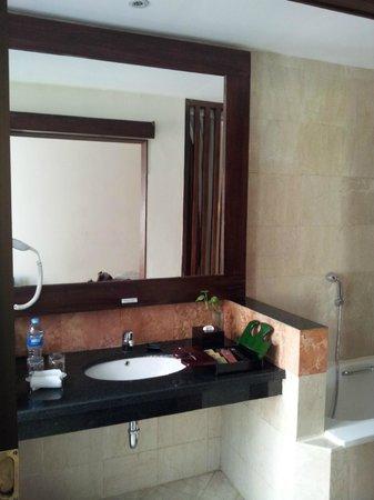 BEST WESTERN Kuta Villa: mirror mirror on the wall
