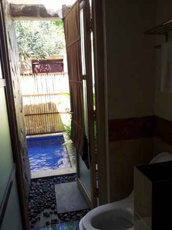 Best Western Kuta Villa: view from bathroom