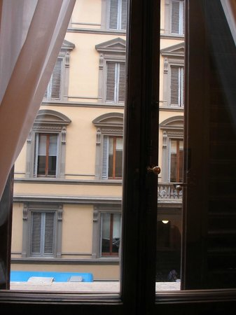 Lombardi Hotel: Вид из окна