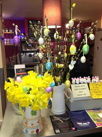 Bruks Coffee Shop: Easter Tree