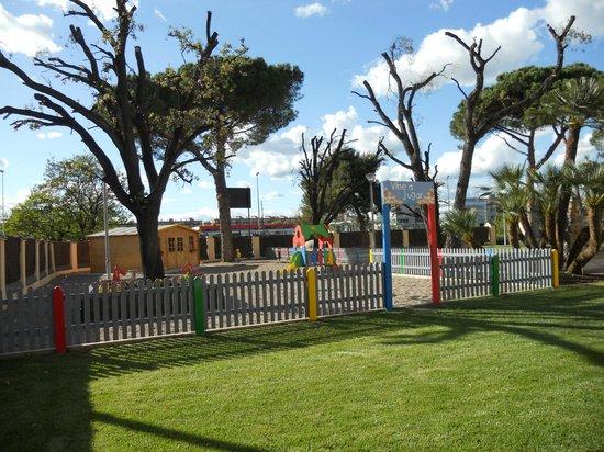 Mollet del Valles, Spania: La zona para los niños, hay una chica que se cuida de ellos.