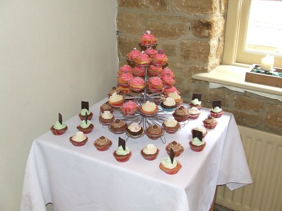 The Arch: are wedding cupcakes!
