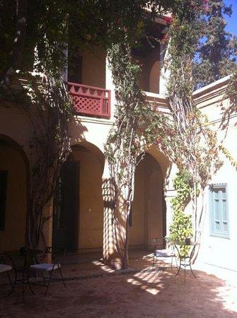 Les Deux Tours: courtyard rooms