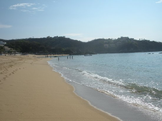 Barcelo Huatulco: the beach towards Dreams