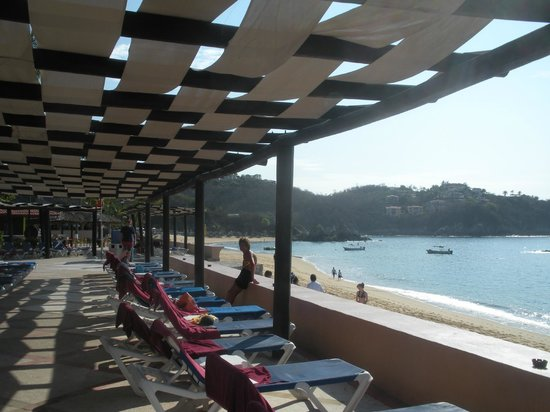 Barcelo Huatulco: the beach