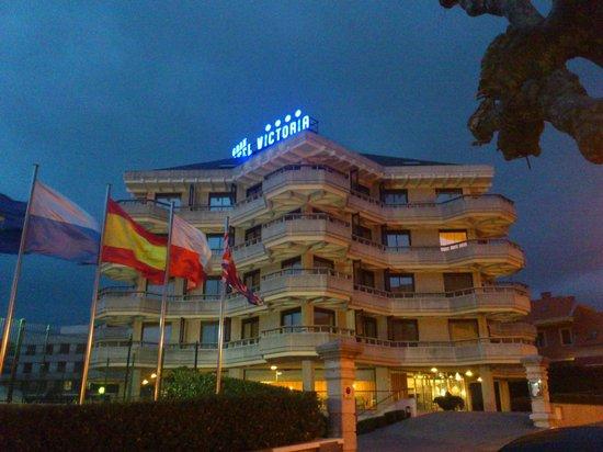 Gran Hotel Victoria: Habitaciones muy amplias y luminosas. Baño estupendo.