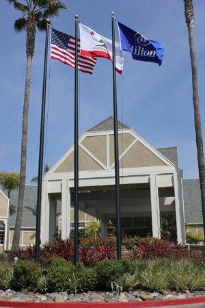 Hilton San Diego/Del Mar: Hotel Entrance