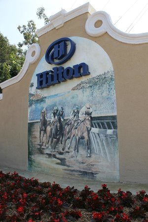 Hilton San Diego/Del Mar: Hilton Across from Race Track