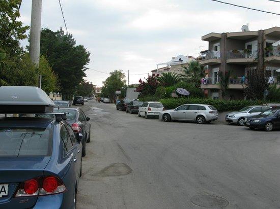 Naias Hotel : street toeard downtown
