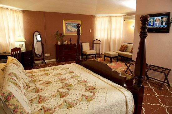 KenMar's Bed and Breakfast: Suite Room
