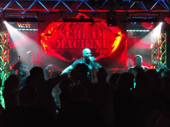 Jimmy B's Beach Bar: 032213 - Scream Machine. Sorry my photo's were not the best here.