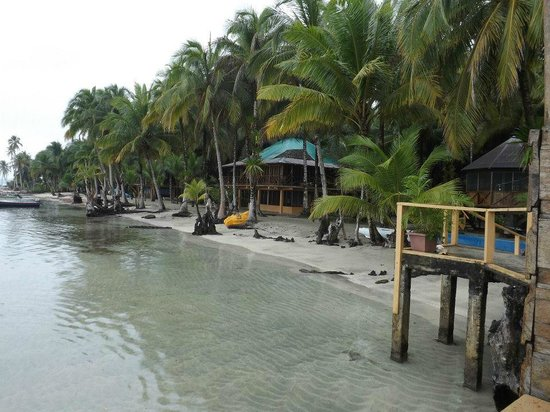 Buccaneer Resort: olhando a pousada do restaurante