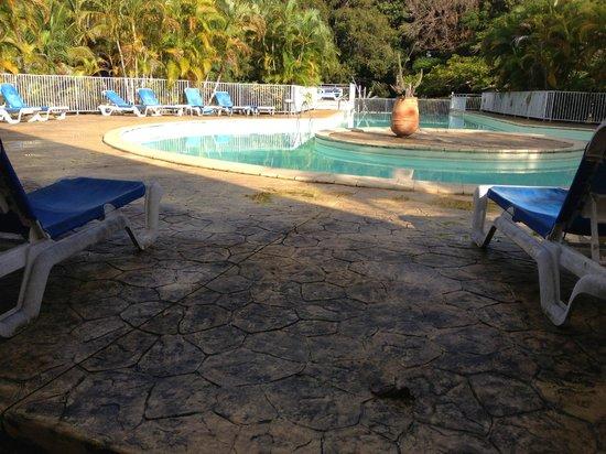 Kawann Beach Hotel : La piscine...