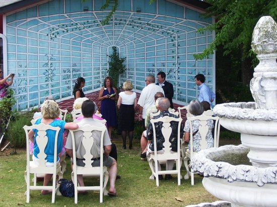Seven Gables Restaurant & Catering: Outdoor ceremony