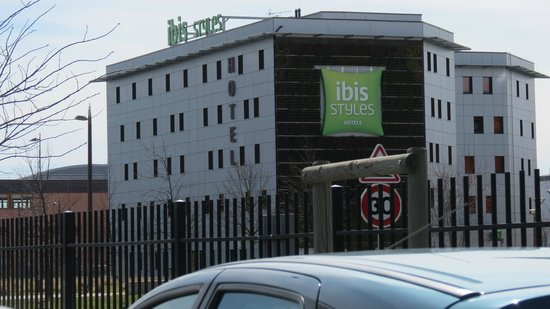 Ibis Styles Valence Romans Gare TGV : View from across the street