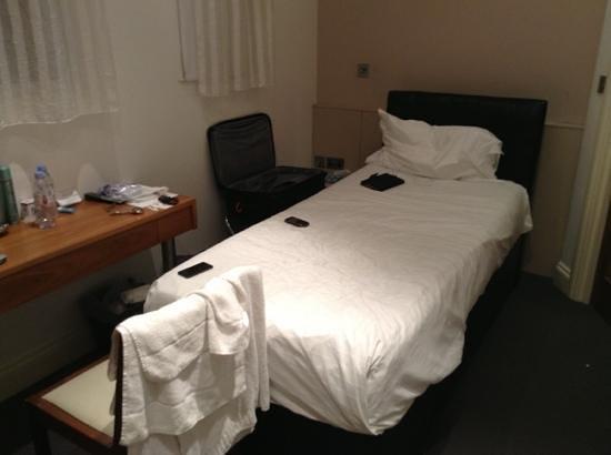 Hotel 82: Tiny room