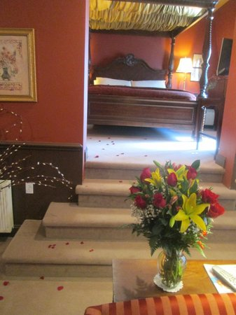 Hydrangea House Inn: The Royal Treatment! Rose petals from doorway to bed.