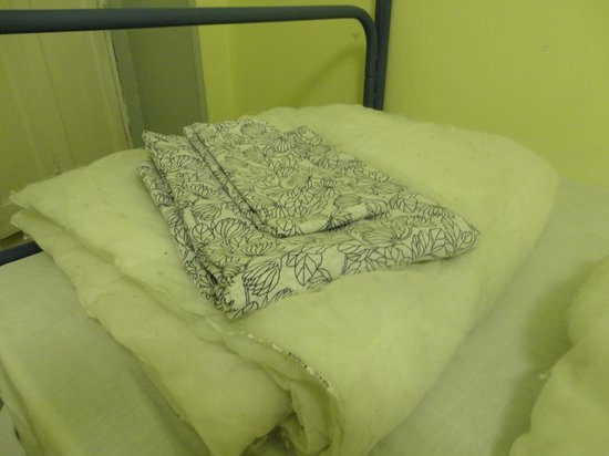 Lolo Urban House: look you get to cover the dirty old comforter with an old duvet