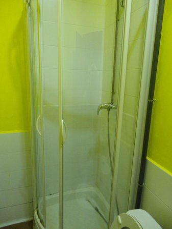 Lolo Urban House: u get to shower in a box! yey