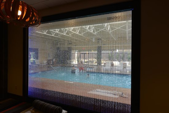Holiday Inn & Suites Charleston West : Lobby area looking at the pool