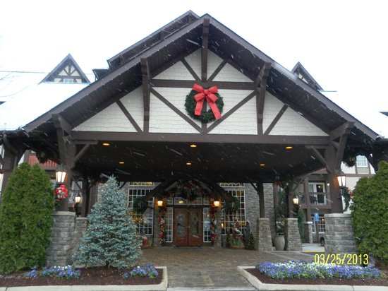 The Inn at Christmas Place: Hotel Entrance